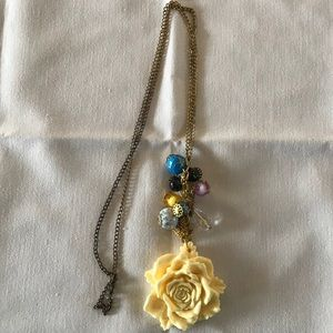 Jewelry - FLOWER NECKLACE WITH BEADS!!